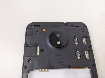 雙 SIM 卡加 MicroSD,最高 512GB